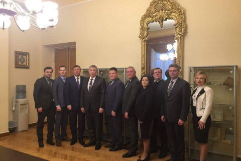 Луценко поїхав до Латвії по гроші українських екс-чиновників
