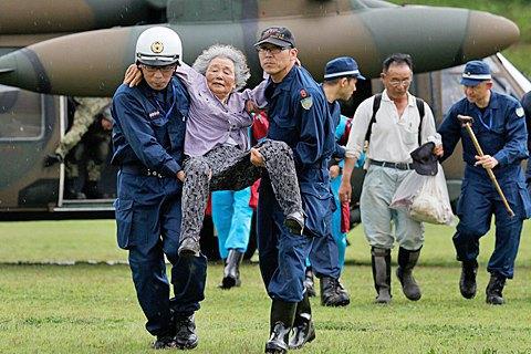 В Японии в результате наводнения погибли 7 человек, десятки пропали без вести