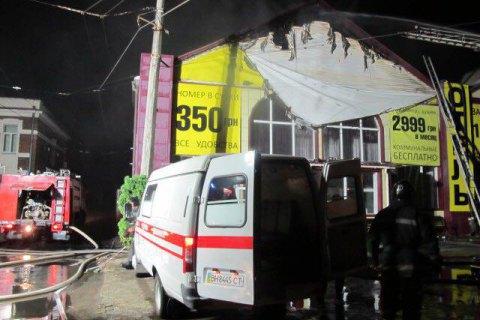 Поліція затримала ще трьох осіб у справі про пожежу в готелі в Одесі