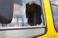 В Киеве автомобилист устроил на дороге разборки с маршрутчиком, прокатив его на капоте