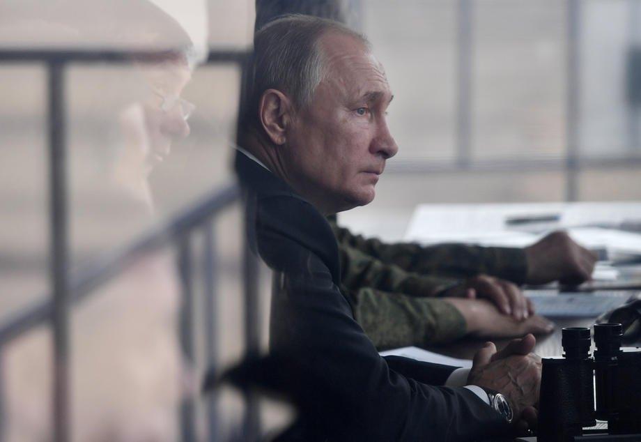 Владимир Путин во время стратегических военных учений на полигоне Донгуз под Оренбургом, Россия, 20 сентября 2019 .