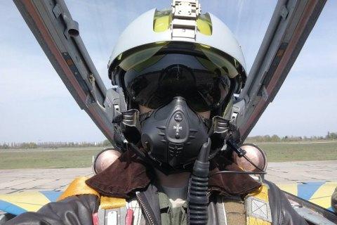 Украинские пилоты протестировали французские летные шлемы LA 100