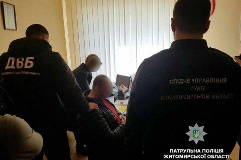 У Житомирі чоловік за 5 тис. гривень намагався підкупити начальника відділу патрульної поліції
