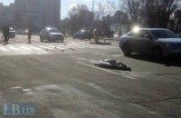 У Києві на Харківському автомобіль насмерть збив жінку