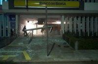 В Бразилии вооруженные грабители за сутки атаковали банки в двух городах и взяли заложников