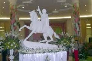 В столице Туркмении появилась конная статуя президента