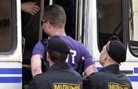 Протестующих в Беларуси просят становиться в очередь к «автозакам», хлопать и смеяться
