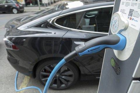 Норвегія стала першою у світі країною з перевагою електрокарів на ринку нових машин
