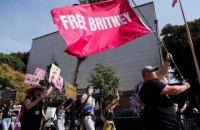Суд у США відсторонив батька Брітні Спірс від опікунства над нею