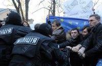 БЮТ: задержанных за митинг на Банковой бьют в райотделе милиции