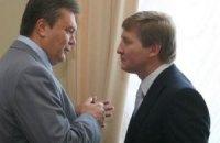 """Янукович оцінив """"неабиякі якості"""" Ахметова"""