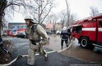 """В Киеве возле """"Олимпийского"""" горит жилой дом"""