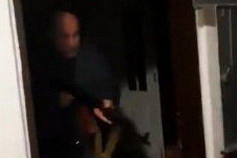 Киевлянину, выстрелившему в соседа, предъявили подозрение в покушении на убийство