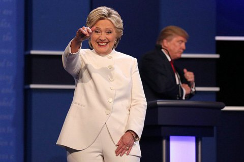 ФБР припинило розслідування про електронне листування Клінтон