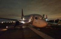 В аэропорту Одессы за день два самолета повредили передние стойки шасси