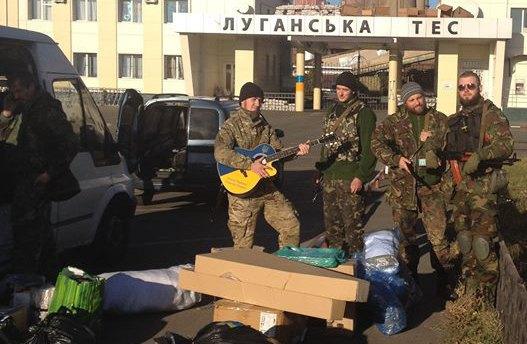 Бійці з волонтерською допомогою біля Луганської ТЕЦ в м.Щастя