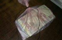 У Києві працівника поліції затримали на гарячому в час отримання 25 тис. грн хабара
