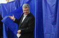 Порошенко проголосовал в киевском Доме офицеров