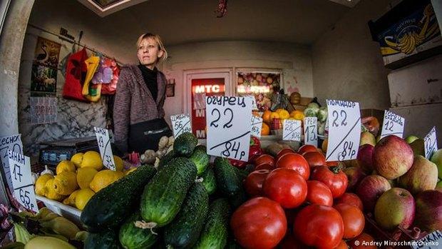 В прошлом году в Крыму можно было увидеть двойные ценники - в рублях и в гривнах