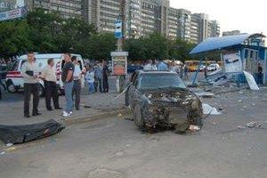 В Сумах авто снесло остановку: есть погибшие