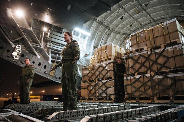 Борт с помощью от Канады в Борисполе 24.22.2014