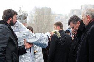Янукович та Азаров сходили в Лавру