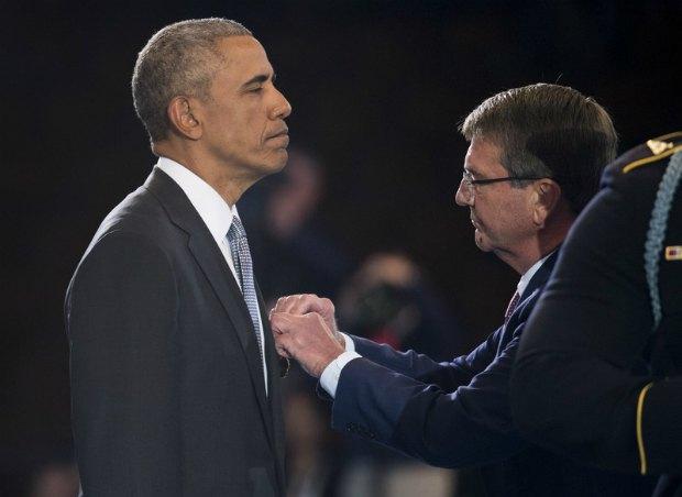 Обаму награждают медалью