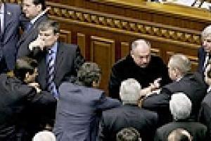 """""""Регионалы"""" продолжают блокировать трибуну"""
