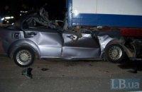 В Киеве молодая женщина погибла, врезавшись на авто в грузовик
