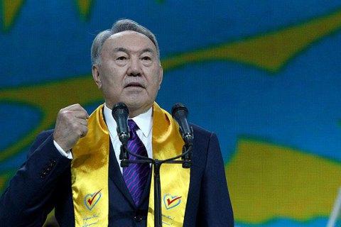 Назарбаев призвал Россию и Украину к миру