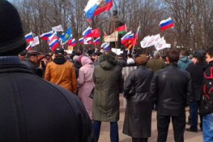 В Луганске захватили ОГА и требуют референдума