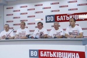 """""""Батькивщина"""" требует встречи с Порошенко"""