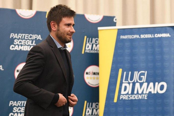 Алессандро ди Баттиста из *5 Звезд* во время пресс-конференции в Риме, 05 марта 2018.