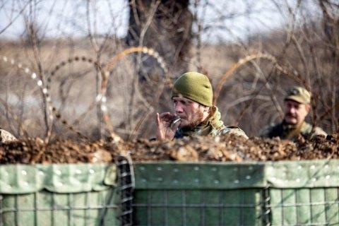 """Бойовики 13 разів порушили """"тишу"""" на Донбасі, чотирьох українських військових поранено"""
