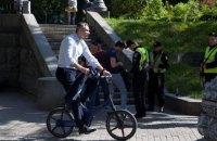 Кличко приезжал на инаугурацию Зеленского на велосипеде