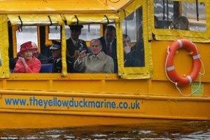 Елизавета II покаталась на популярном аттракционе Ливерпуля