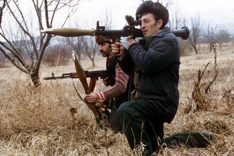 Вірмени прицілюються з гранатомета по азербайджанським позиціям, Нагірний Карабах, 27 січня 1992 р.