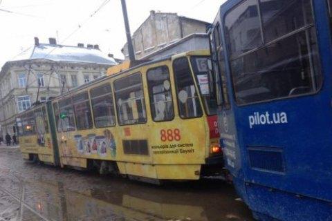 Во Львове почти половина трамваев вышла из строя из-за непогоды