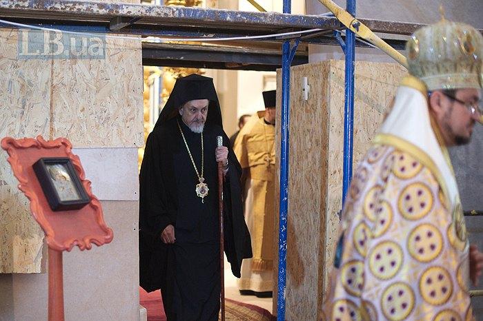 Представник Вселенського патріарха митрополит Гальський Еммануїл
