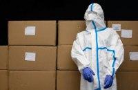 Фонд Порошенка і Roshen передали в лікарні 20 тисяч захисних костюмів
