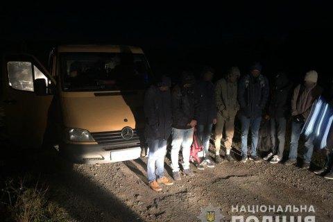 На Закарпатті поліція затримала 8 нелегальних мігрантів
