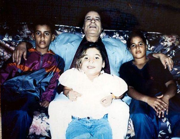 Полковник Муаммар Каддафи с семьей