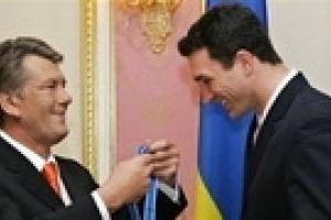 Ющенко поздравил Кличко с победой и ждет его в Киеве