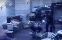 Террористы открыли огонь по посетителям ресторана в Тель-Авиве