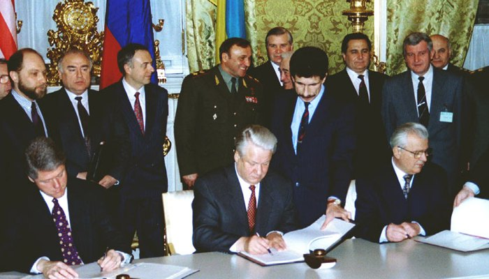 Лидеры Украины, США, России во время подписания Будапештского меморандума.