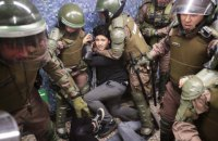 Из-за беспорядков, вызванных повышением цен на метро, в Чили ввели режим чрезвычайного положения