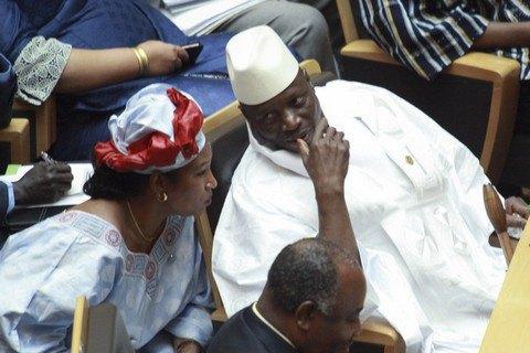 Екс-президент Гамбії покинув країну, залишивши скарбницю порожньою (оновлено)