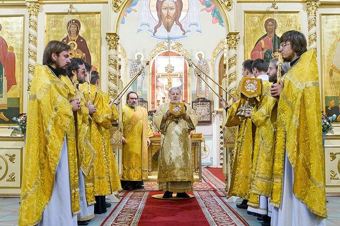 Митрополит Рижский и всея Латвии Александр проводит литургию в Рижском кафедральном соборе Рождества Христова.