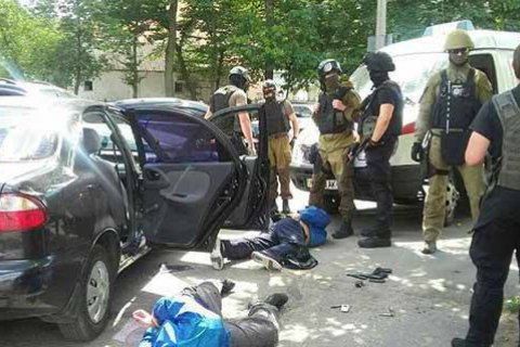 У Вінниці поліція затримала озброєну банду, яка пограбувала ювелірний магазин
