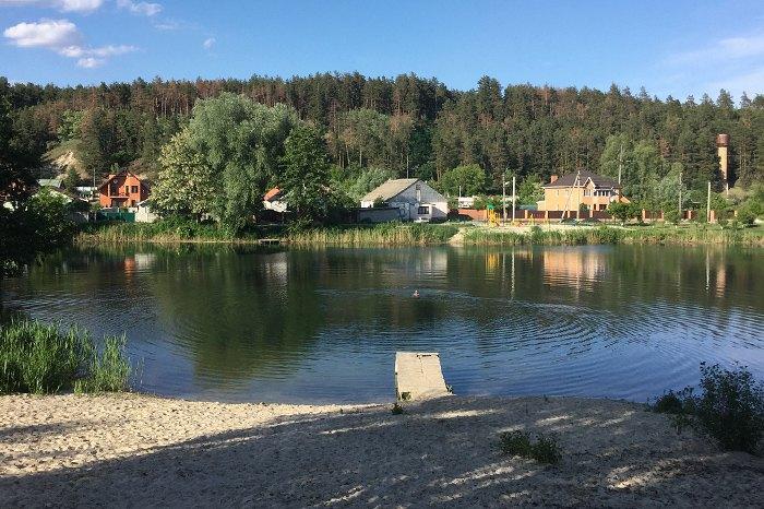 Озеро, с Гнедин